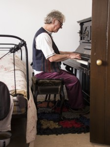 Bill tinkles the ivories at Beamish Museum
